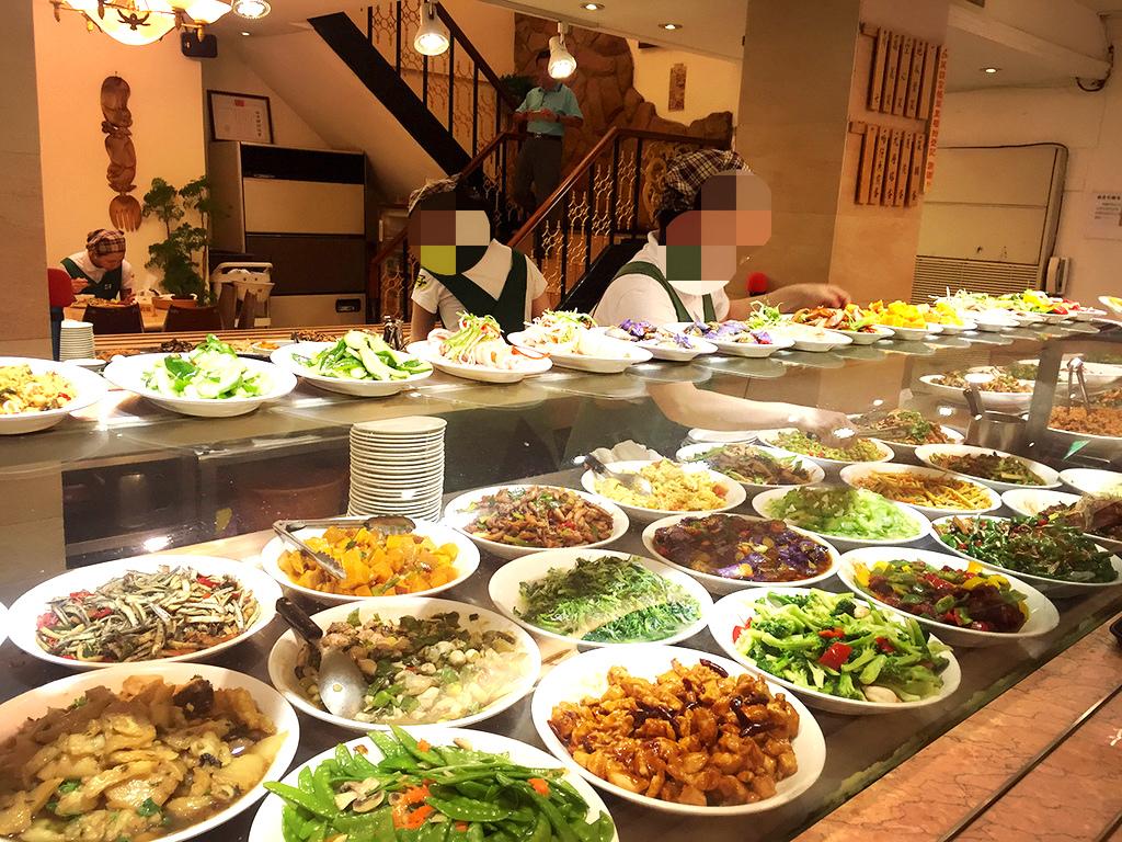 深夜に満席になる、台湾おかずワンダーランド!お腹をすかせていくべき「小李子清粥小菜」