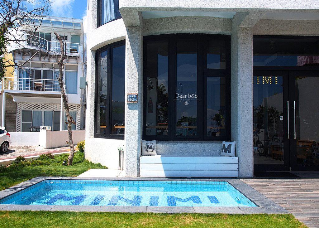 青い海と白い砂浜を眺める、ポップで可愛いビーチホテル「MINIMI INN - sailrock beach house」(屏東・墾丁)
