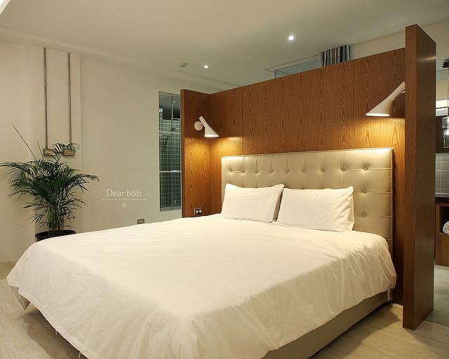 「藝術牆」のベッド