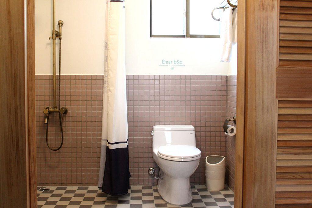台南のホテル「KOKOKARA 小步洋樓」トイレ