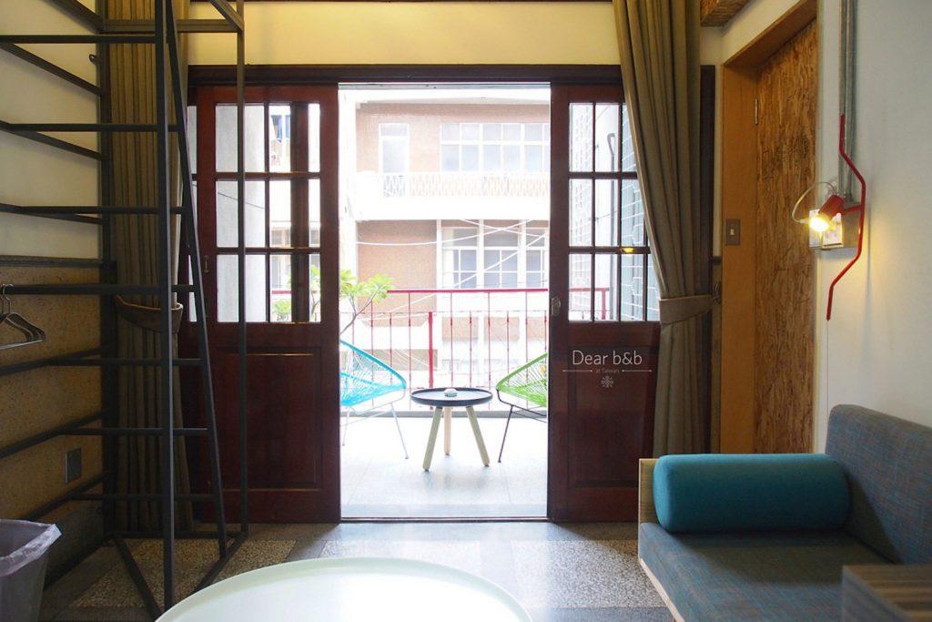 「同・居 With Inn Hostel」の中から見たバルコニー