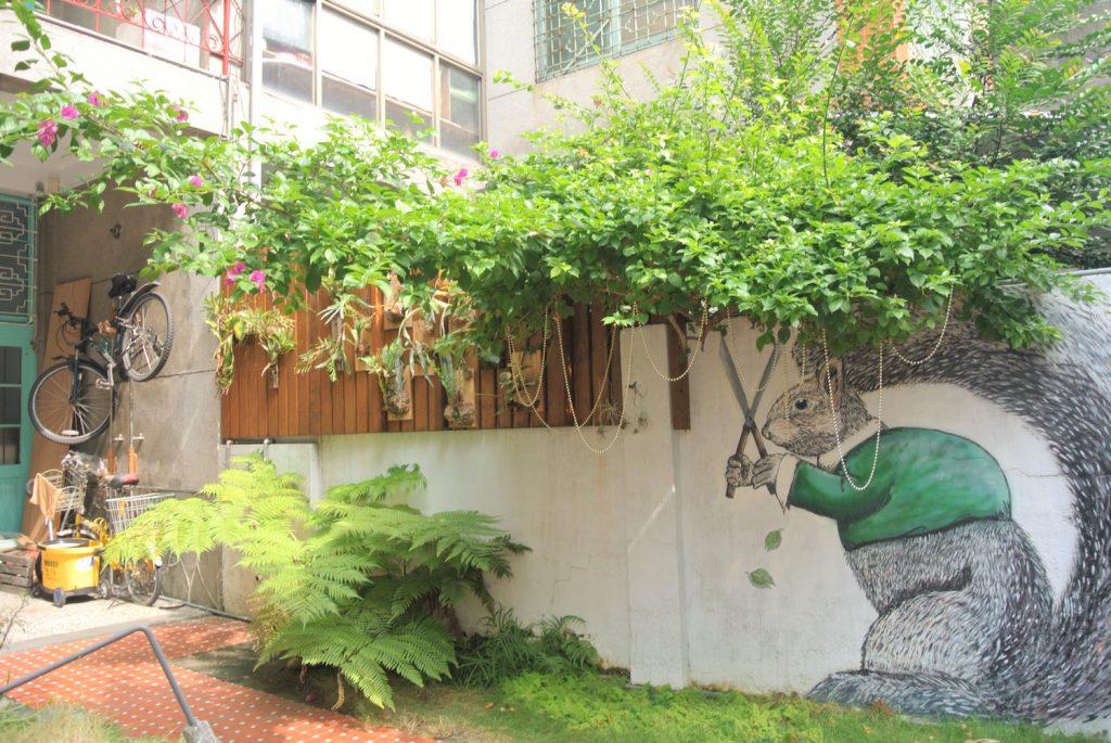 「同・居 With Inn Hostel」のお庭