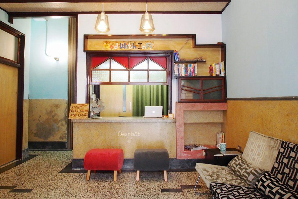 「同・居 With Inn Hostel」の小さなフロント