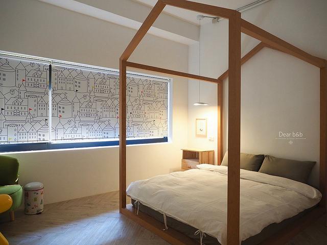 木枠でできたかわいいベッド