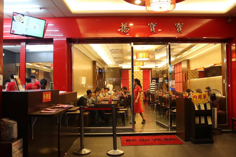 行列嫌いの高雄市民が並ぶ「北平楊寶寶蒸餃」、蒸したての餃子と絶品牛肉捲餅をローカル気分で味わおう!