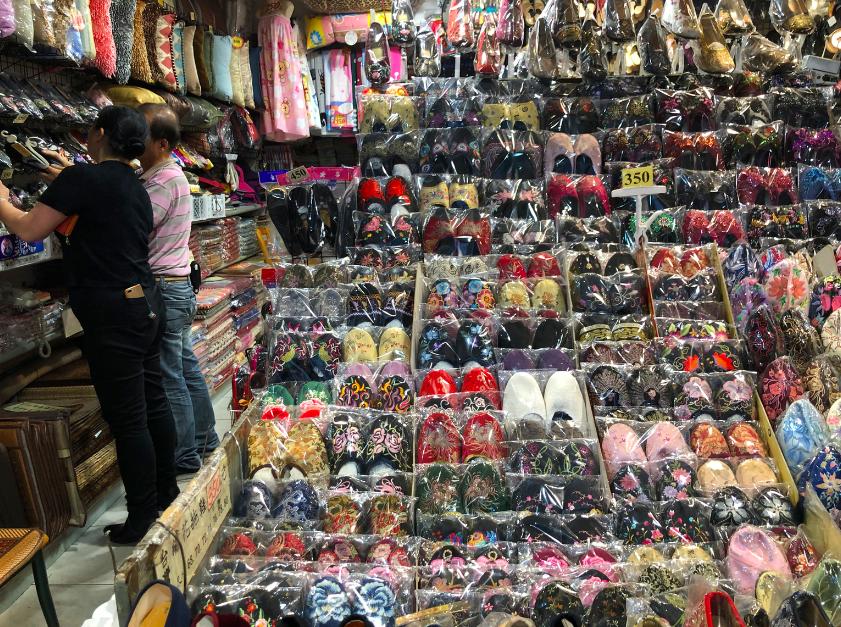 一足約1200円!「鼎隆百貨」の刺繍入りチャイナシューズがお値段以上の可愛さで超優秀!お友達への台湾土産にも♡